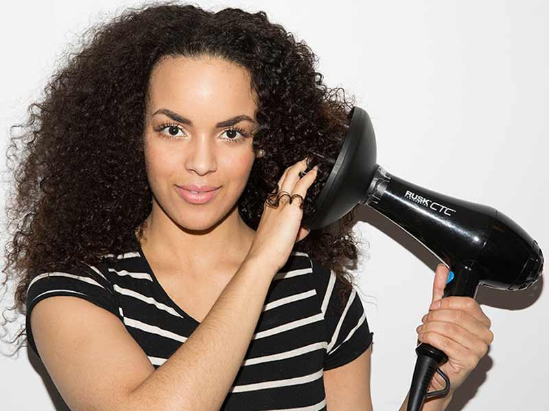 Natural Curly Hair: 9 Tips To Embrace Your Coils!