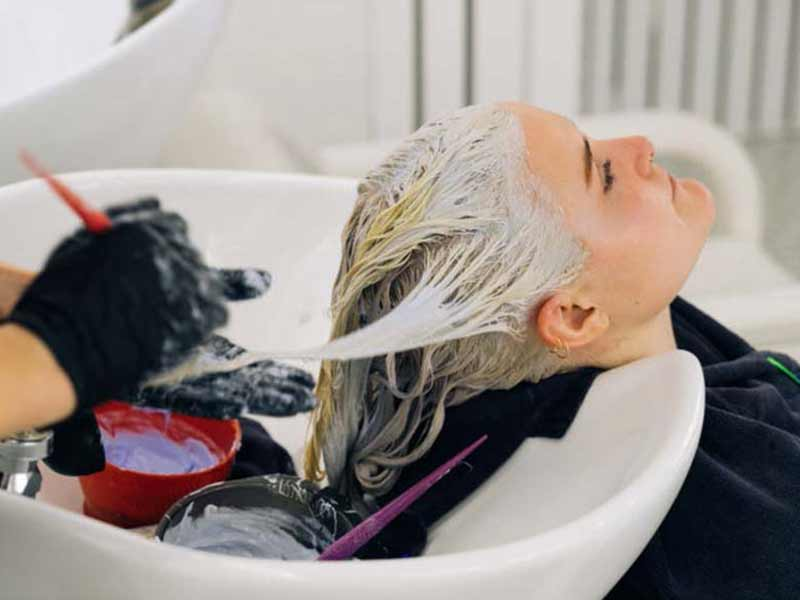 How Long To Leave Bleach In Hair? - The Exact Figure